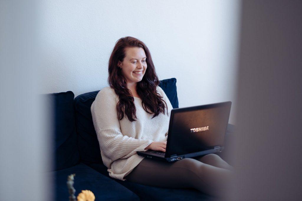 Over Zakenmeisje.nl en online ondernemen vanuit het buitenland | Naomi Vlietman | transformatie podcast sjanett de geus